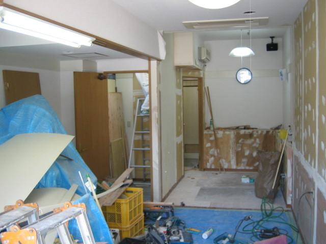 解体業界と塗装業界の透明化に日々奮闘するスタッフブログ-内装施工中