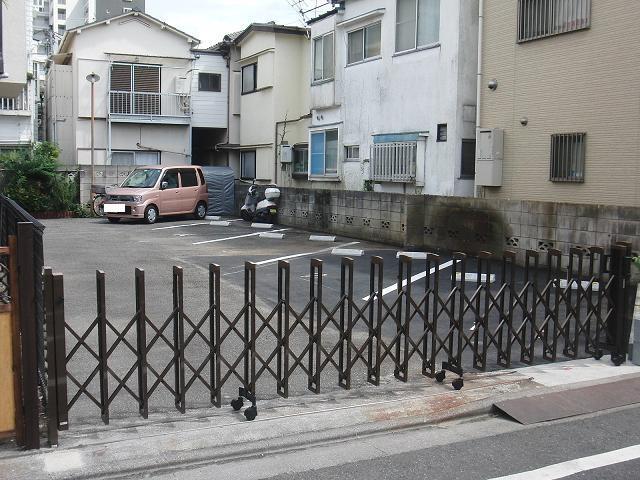 解体後は駐車場に