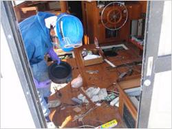 船内操舵質・キッチン周りの内装撤去